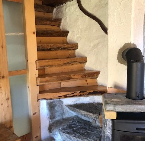 scala interna che porta al primo piano
